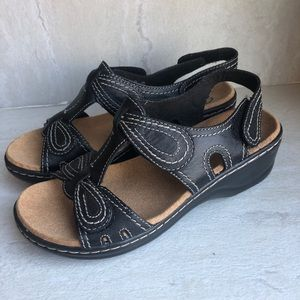 Clarks Lexi walnut Q black noir Sz 6 NWT Sandals